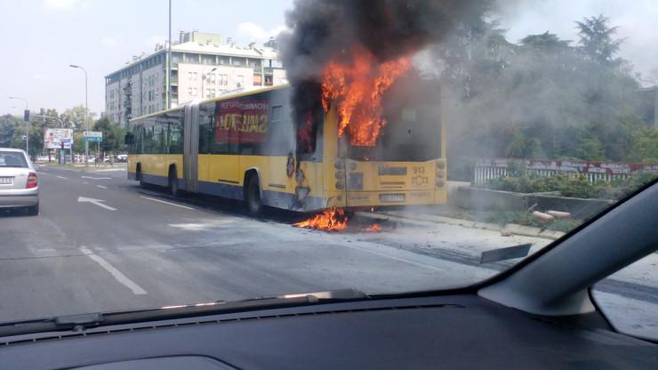Gori još jedan autobus u Beogradu