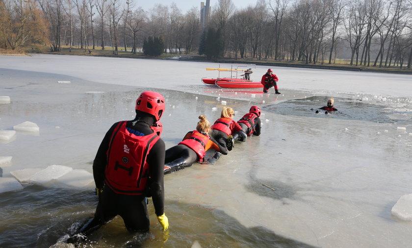 ćwiczenia ratowników wodnych