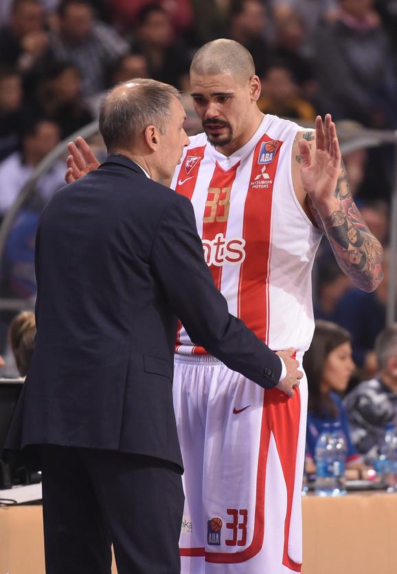 Trener Zvezde Milan Tomić i centar Maik Cirbes