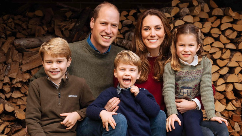 William i Kate z dziećmi na świątecznym zdjęciu