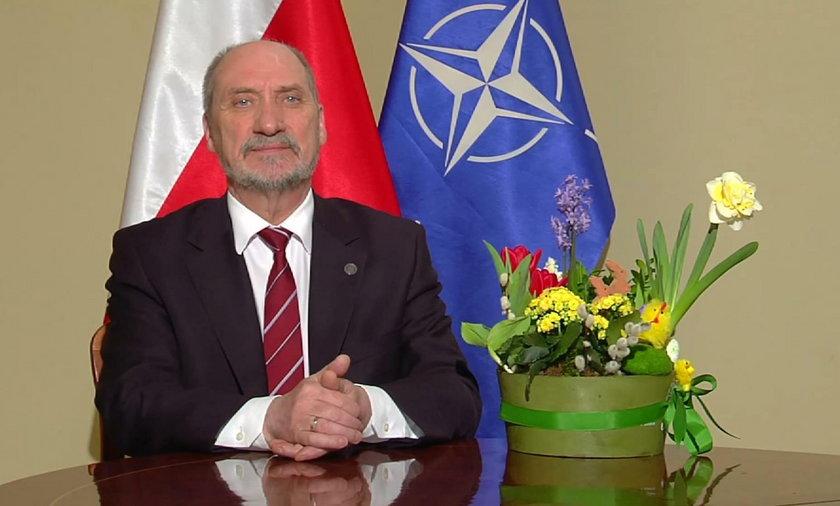 Antoni Macierewicz złożył Polakom życzenia świątecznea