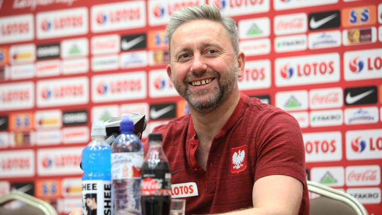 Selekcjoner piłkarskiej reprezentacji Polski Jerzy Brzęczek podczas konferencji prasowej w Warszawie, 2 bm. Drużyna narodowa przygotowuje się do meczów eliminacyjnych EURO 2020 ze Słowenią i Austrią