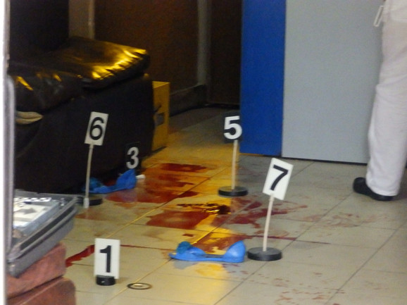 Lokve krvi u kafiću gde je Ivana ubijena