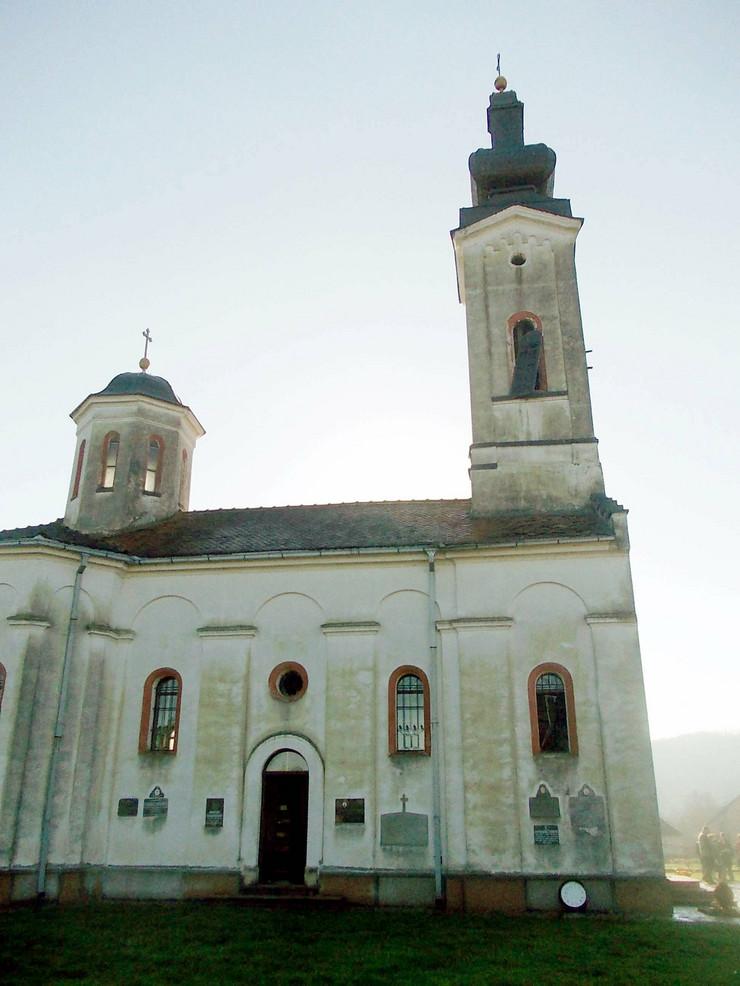 552775_loznica01-grom-udario-i-ostetio-crkvu-u-jadranskoj-crkva-svetog-proroka-ilije-foto-s.pajic