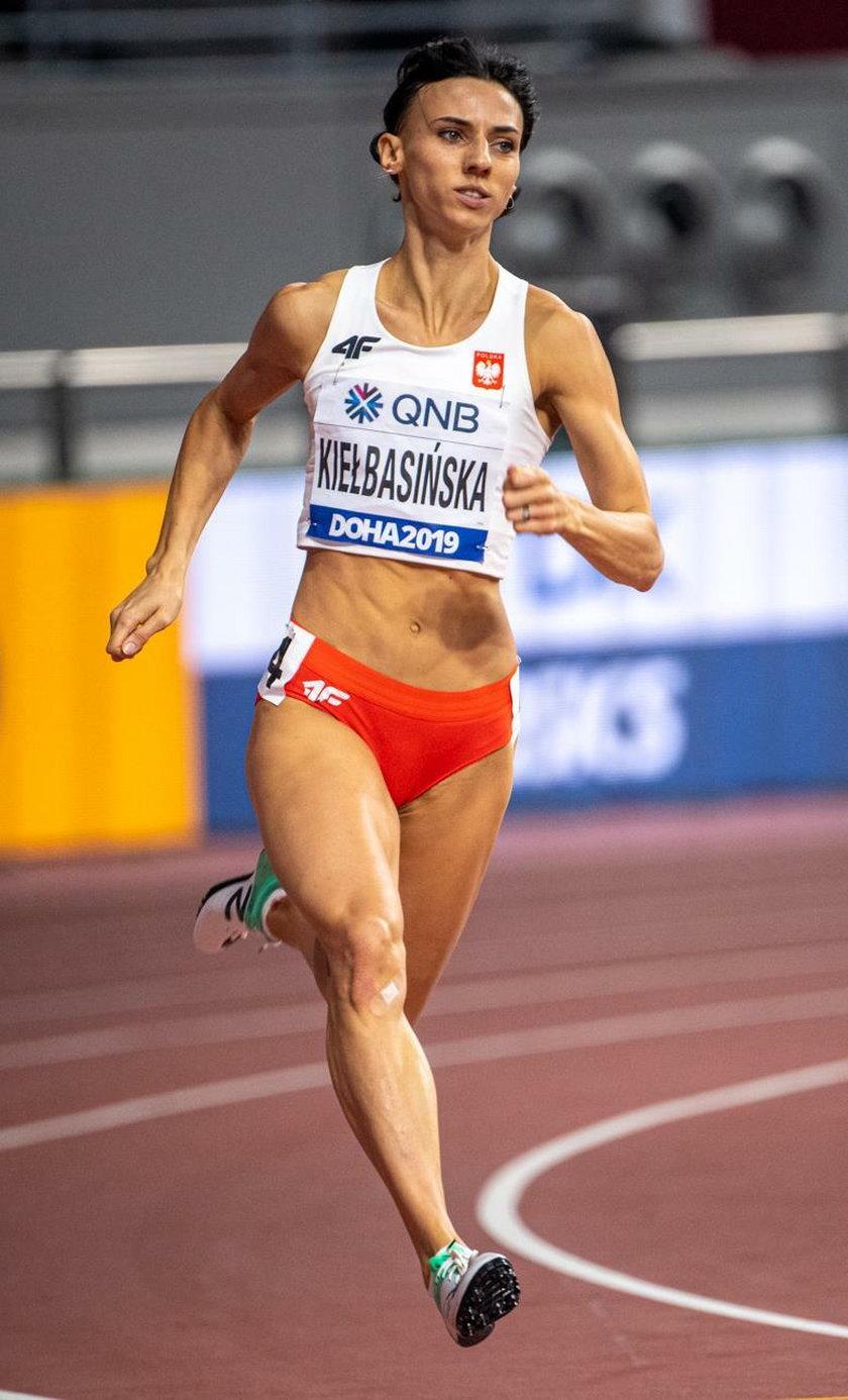 Anna Kiełbasińska wraz z koleżankami z reprezentacji wywalczyła srebro w sztafecie 4x400 m na ostatnich mistrzostwach świata w 2019 r. w Doha