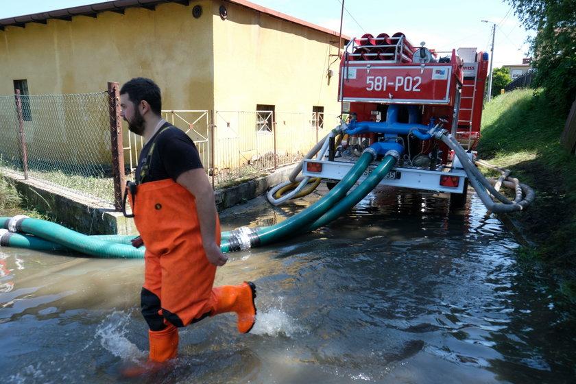 Woda zalała domy w Rybniku przy ul. Skalnej