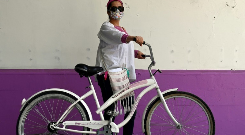 'Recycles' help shield Mexico health workers from COVID-19 stigma
