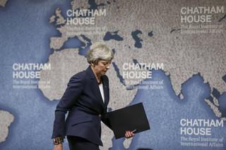 Pożegnalne przemówienie May: Nasze życie polityczne zwróciło się ku binarnym pozycjom sprzed referendum