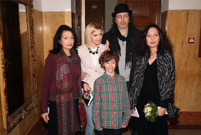 Jelena Žigon sa ćerkom i unucima