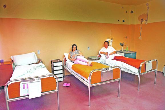 u krevetu pored njih dve ne treba da leži niko ko je teško bolestan jer to utiče na psihu trudnica