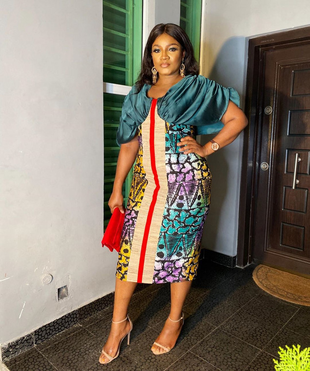 In the said video, Omotola Jalade-Ekeinde was told to give a shoutout to Eniola Badmus' television station and her response was kind of surprising; [Instagram/RealOmosexy]