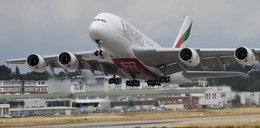 Śmiertelny wypadek na lotnisku. Stewardessa wypadła z samolotu