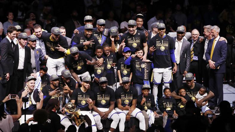 Golden State Warriors szósty raz w historii, a trzeci w ciągu czterech lat, zdobyli mistrzostwo ligi NBA