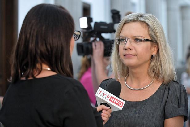 Wassermann tłumaczyła, że Arabski stanął przed komisją w poniedziałek, ponieważ poprosił, by przesłuchanie odbyło się na początku tygodnia, z uwagi na jego pracę za granicą.