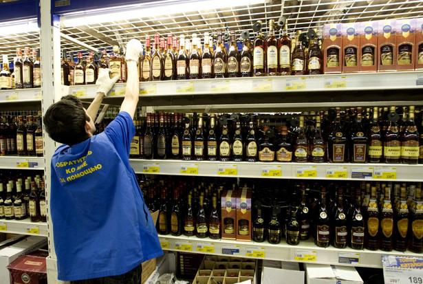 Producenci i importerzy alkoholi mocnych oraz win alarmują, że Ministerstwo Finansów doprowadziło do kolejnego wstrząsu na rynku produktów akcyzowych.