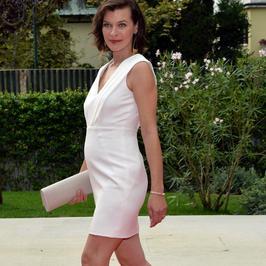 Milla Jovovich pokazała ciążowy brzuszek