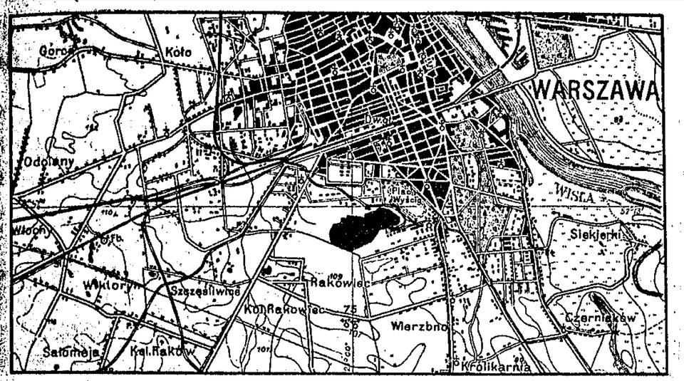 Początki LOT-u wiążą się z lotniskiem Mokotów. Znajdowało się na obrzeżach Warszawy. Wybudowano je w 1910 roku, regularne loty pasażerskie uruchomiono 11 lat później. Gdy stolica rozrosła się, trzeba było znaleźć inne rozwiązanie.