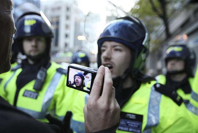 Policjant się upił i spał z oburzonymi