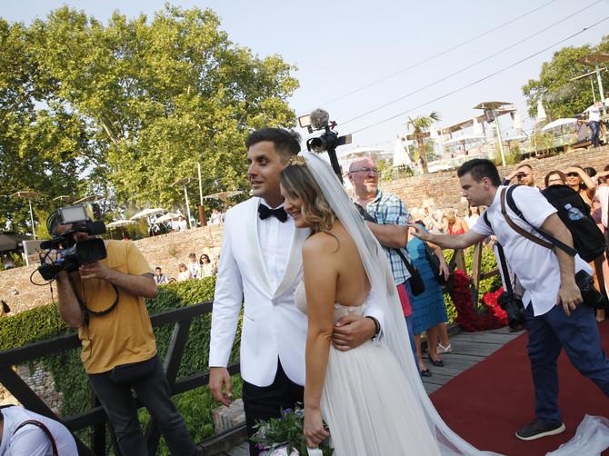 Došli su iz Australije u Beograd da se venčaju: Ona se u njega zaljubila još kao tinejdžerka, a on je nju ZBOG OVOGA izabrao za ženu - ma, da se ISTOPITE