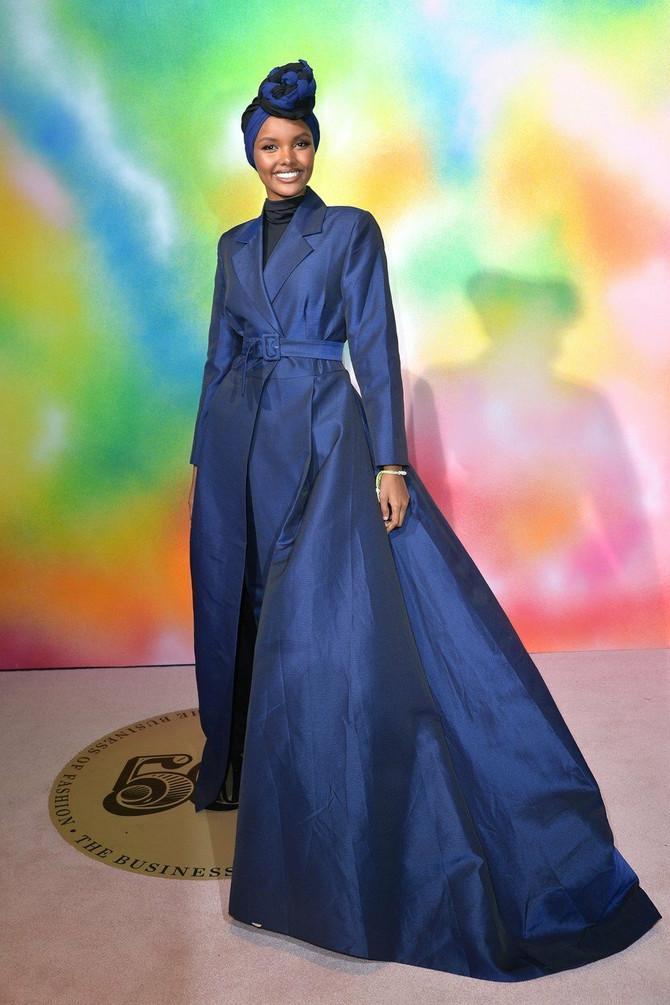 Halima Aden: U moru golih modela svi gledaju nju- Zakopčana do grla diže revoluciju
