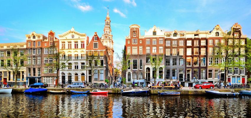 """Amsterdam ogranicza masową turystykę. Miasto nie chce """"pijaków palących marihuanę"""""""