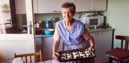 Prezent na Dzień Babci. Co ucieszy miłośniczkę gotowania?