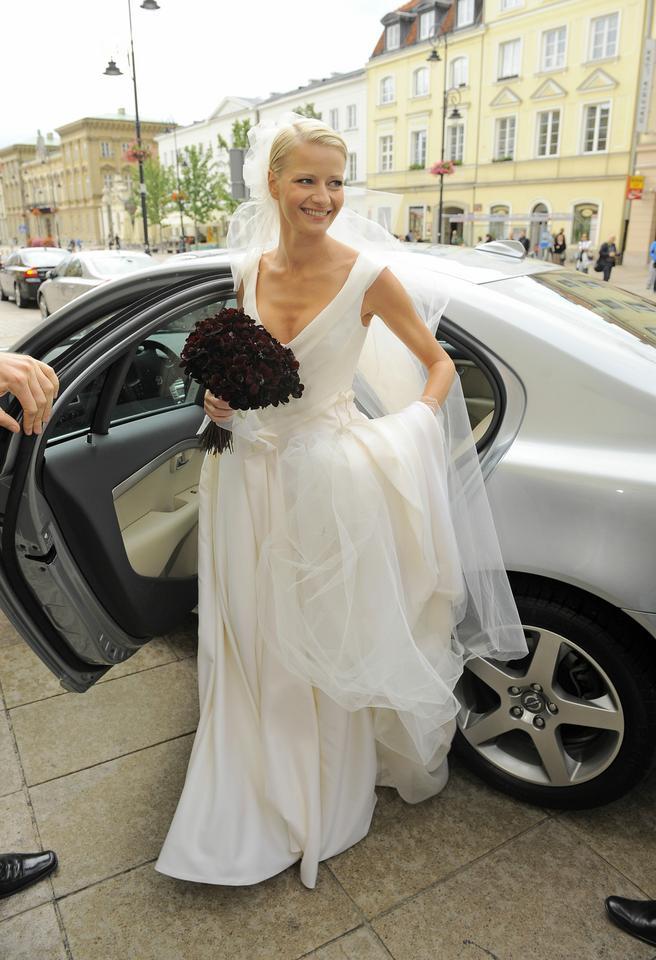 ce17a7590c Małgorzata Kożuchowska. Kapif. Małgorzata Kożuchowska postawiła na  prostotę. Jej suknia ślubna ...