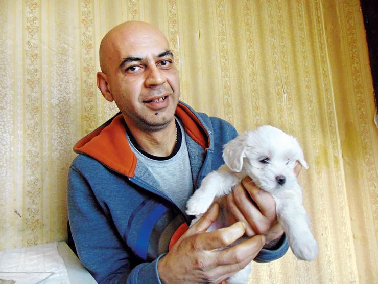 NIS02 Robert K otac devojcice Monike K sa maltezerom Leom foto Branko Janackovic