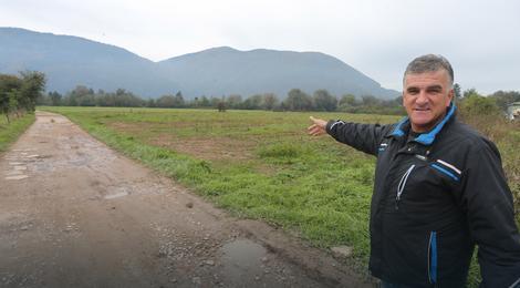 Slaviša Crnogorac pokazuje svoju zemlju