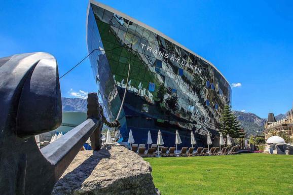 KAKO IZGLEDA NAJSPEKTAKULARNIJI HOTEL U KEMERU?: Armas Transatlantik 5*, brod usidren na kopnu