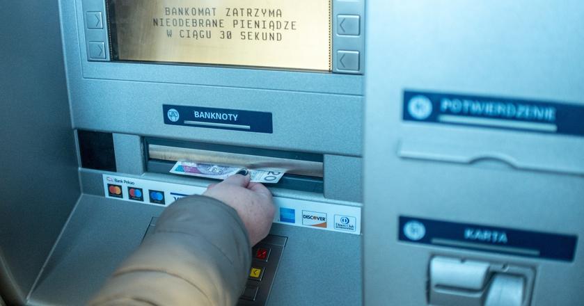 Niektóre banki zakończą pracę w poniedziałek rano