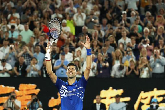 Novak Đoković slavi pobedu protiv Luke Puja