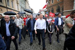 Protesty podczas wiecu Dudy w Krakowie, porządku pilnowało 240 policjantów