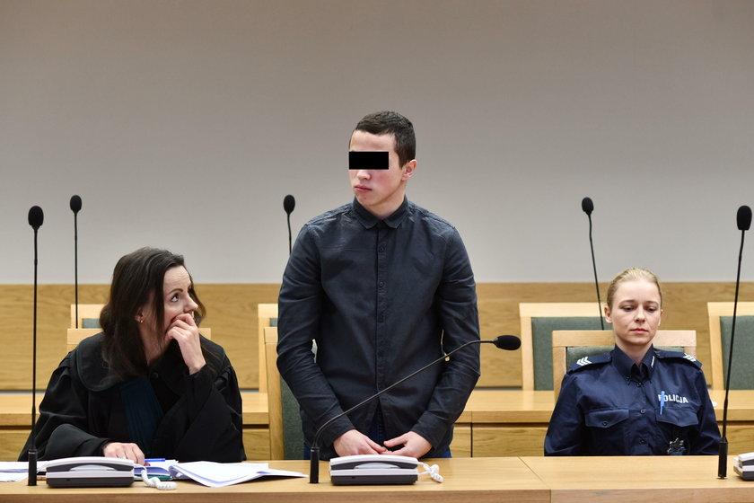 Nastolatkowie z maczetami napadali na turystów w Krakowie. Usłyszeli wyrok