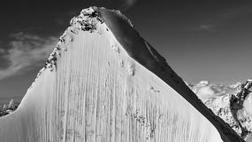 Na tym zdjęciu ukrył się narciarz. Widzicie go?