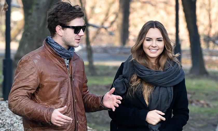 Antoni Królikowski i Magdalena Bieńkowska na spacerze