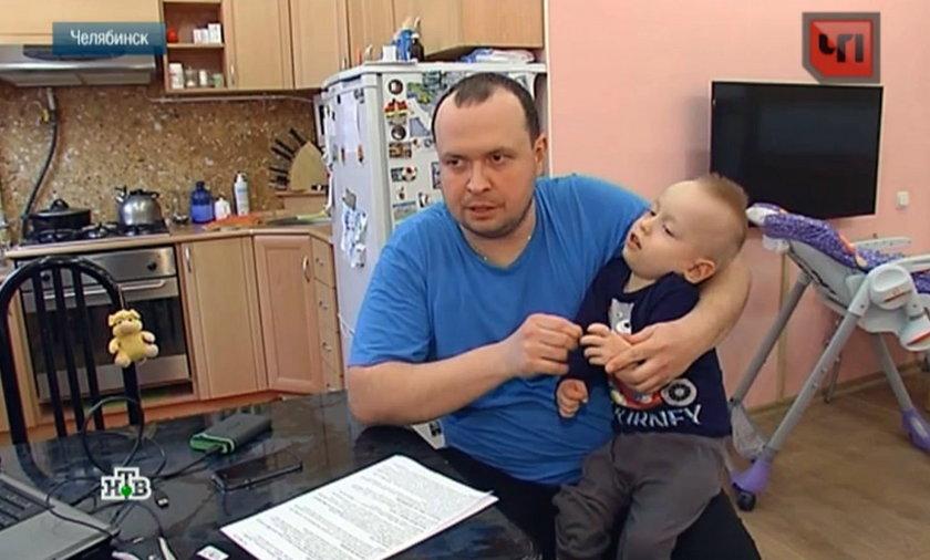 Ojciec 2-latka z Czelabińska (Rosja) był szoku, kiedy obejrzał nagranie