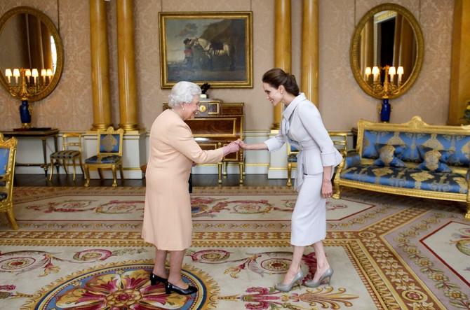Susret Anđeline Žoli i britanske kraljice Elizabete II