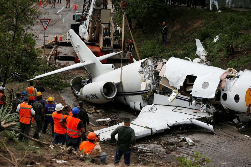 Katastrofa podczas lądowania. Samolot przełamał się na pół