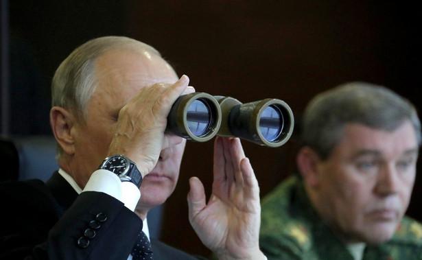 Władimir Putin ogląda ćwiczenia Zapad