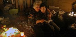 Zimę spędzą bez wody i prądu! Dramat chorej na raka staruszki i jej wnuka
