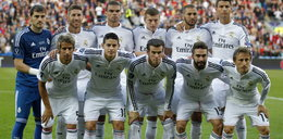 Cristiano Ronaldo chciałby być wyższy? Do zdjęć staje na palcach!