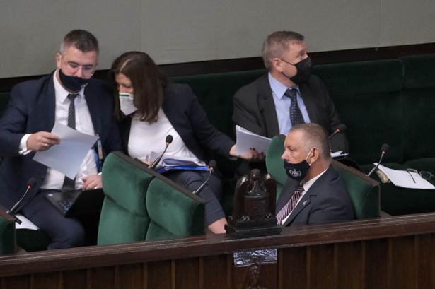 Prezes NIK Marian Banaś na sali plenarnej Sejmu