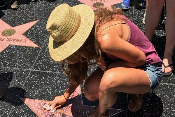 Očistila predsednikovu zvezdu, a ono što se potom desilo nije mogla ni da sanja!