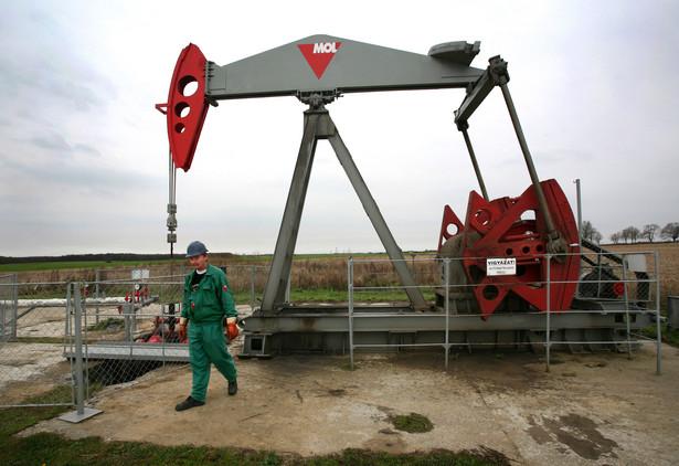 Czy rafinerie będą potrzebować mniej ropy? Nz. przepompownia surowca w rafinerii węgierskiego koncernu MOL w Sávoly. Fot. Bloomberg