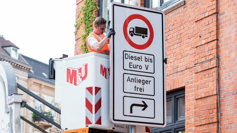 W Hamburgu montowane są już pierwsze tablice
