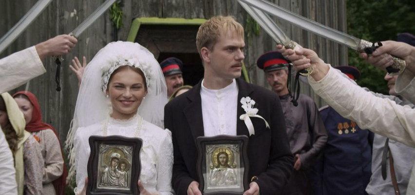 """Czy """"Kozacka miłość"""" pokona """"Zniewoloną""""? Miłosny trójkąt pod ukraińską strzechą"""
