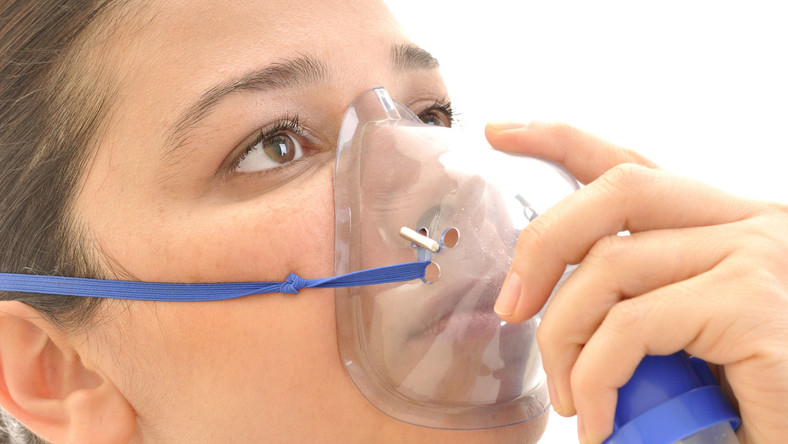 kobieta tlen inhalacja