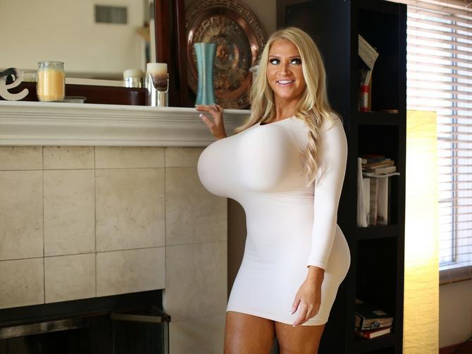 Obim njenih grudi je 137 centimetara: Pre nekoliko decenija bila je NEPREPOZNATLJIVA!
