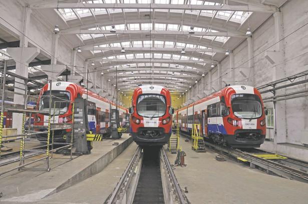 Lider naszego rynku taborowego przeżywa największy kryzys w historii. 12 spalinowych pociągów pasażerskich Link, które od trzech miesięcy powinny jeździć po niemieckich torach, stoi w zakładzie w Bydgoszczy.